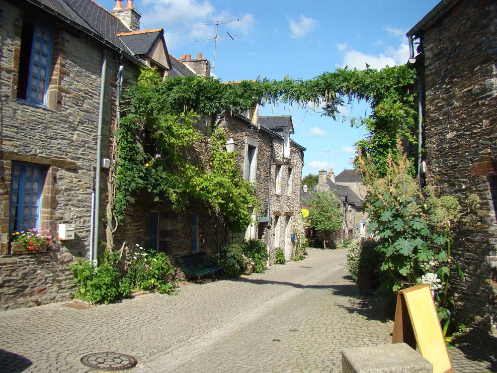 la_gacilly-rue_fleurie