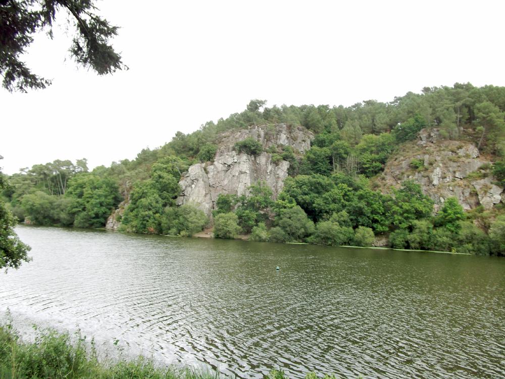 ile-aux-pies-bretagne-colline