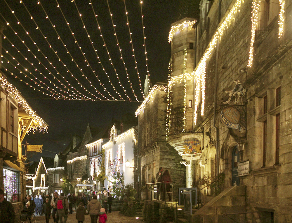 rochefort-en-terre-rue-saint-michel-illumination