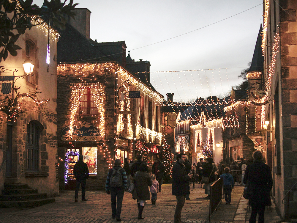 rochefort-en-terre-rue-saint-michel-illumination2